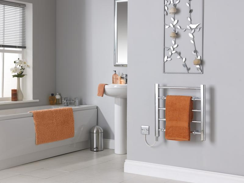 CLR5C Chrome Towel Rail With Towels Room Shot.jpg